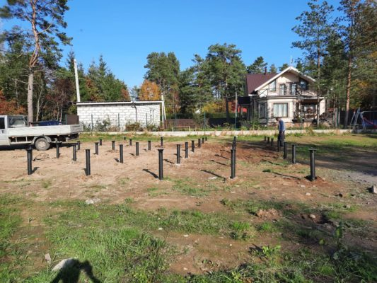 Свайно-винтовой фундамент под дом в поселке Стеклянный ручей